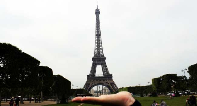Roteiro de Paris - Em frente à Torre Eiffel 3