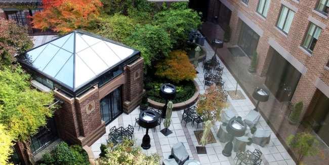 Onde ficar em Washington - Four Seasons Jardim interno
