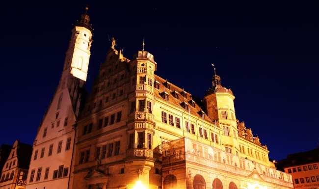 Rothenburg - Marktplatz de noite com a torre da prefeitura