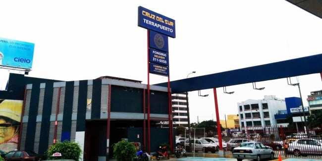 Viajar de ônibus no peru - Terminal de ônibus (terrapuerto) Cruz del Sur em Lima 2