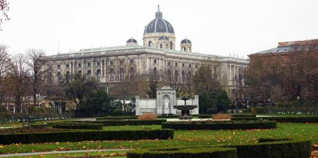 Guia KLM de Viena - Monumento à Sisi