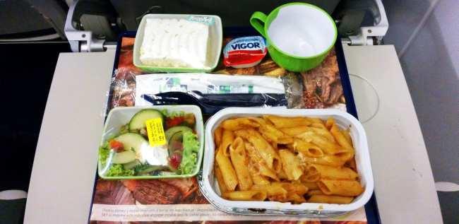 Como é voar de Sky Airline - jantar