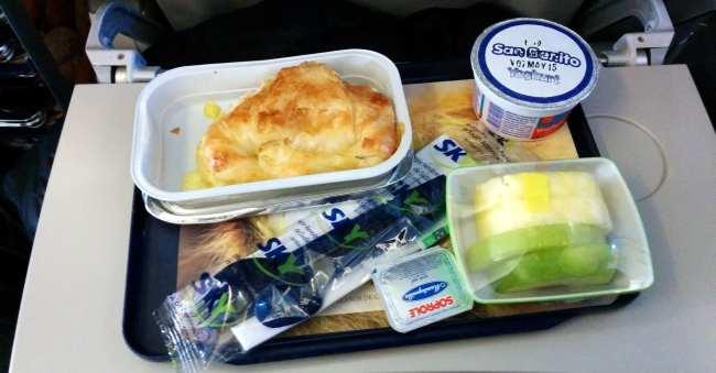 Como é voar de Sky Airline - café da manhã