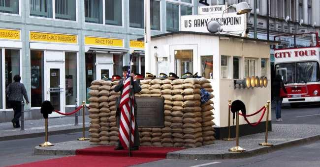 Kreuzberg, o bairro descolado de berlim - Checkpoint Charlie