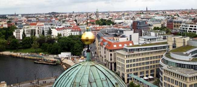 Onde ficar em Berlim e os melhores bairros - Vista do Mitte do alto da Catedral de Berlim