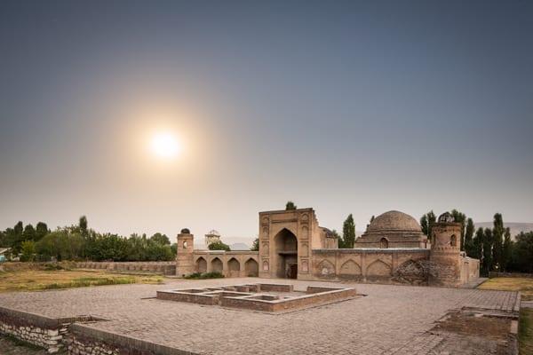 Madrasa-e Kohna, Tajiquistão, por Shutterstock