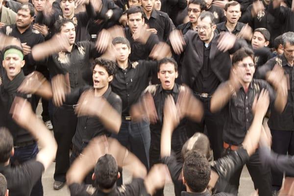 Ashura Homens Batendo