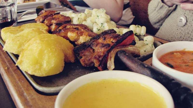 comidas-tipicas-peru-anticuchos