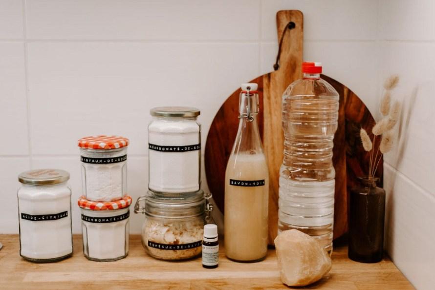 Les produits indispensables pour fabriquer ses produits d'entretien maison