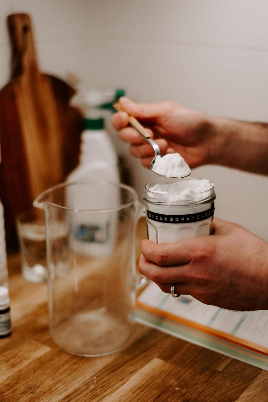 melanger le bicarbonate de soude