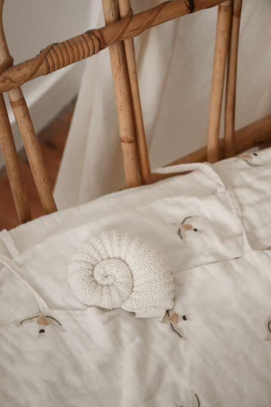 coquillage en crochet décoratif de couleur beige