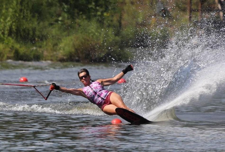 Marjo skiing