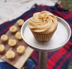 cinnamon cupcake w/ pumpkin pie frosting