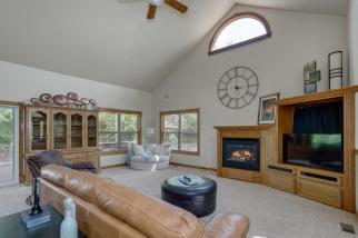 3650 N Main St El Dorado KS-large-018-085-Living Room-1500x1000-72dpi