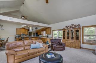3650 N Main St El Dorado KS-large-019-093-Living Room-1500x1000-72dpi