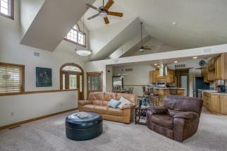 3650 N Main St El Dorado KS-large-020-087-Living Room-1500x1000-72dpi