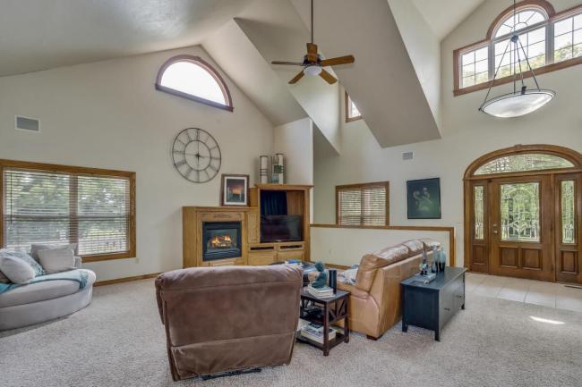 3650 N Main St El Dorado KS-large-021-088-Living Room-1500x1000-72dpi