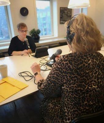 Stephanie Lose og Line Gade i interviewsituation