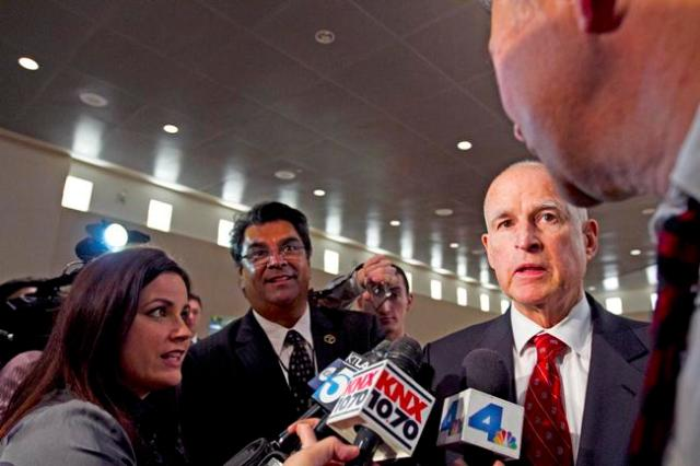 Governor Jerry Brown is surrounded by the media while answering questions about past budgets. Brown has recently proposed a $142.2 million budget for the California State Universities in a meeting in Long Beach, Calif. FILE PHOTO / Daily Sundial