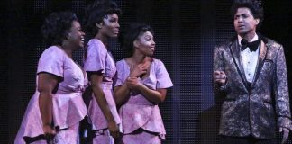 "Actors shown in ""Dreamgirls"" play"