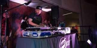 Dj Mix master mike performing