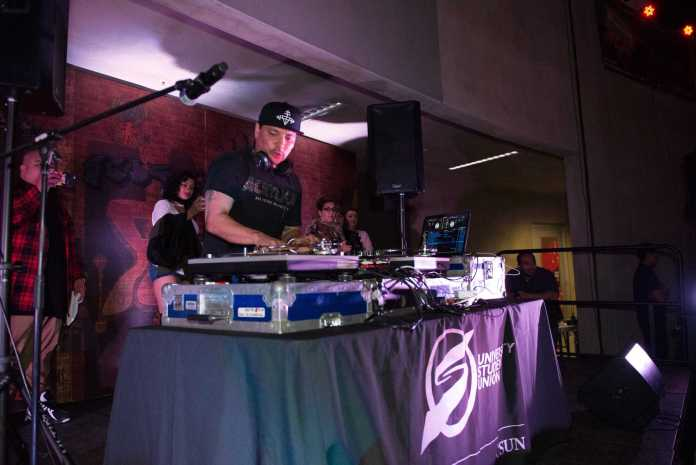 Dj Mix master mike performing