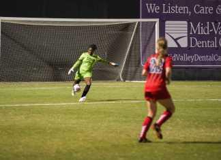 CSUN goalie kick the ball down the field