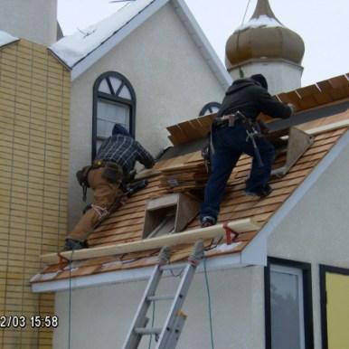 Racka Roofing workers installing cedar shingles (03-Feb-2010)
