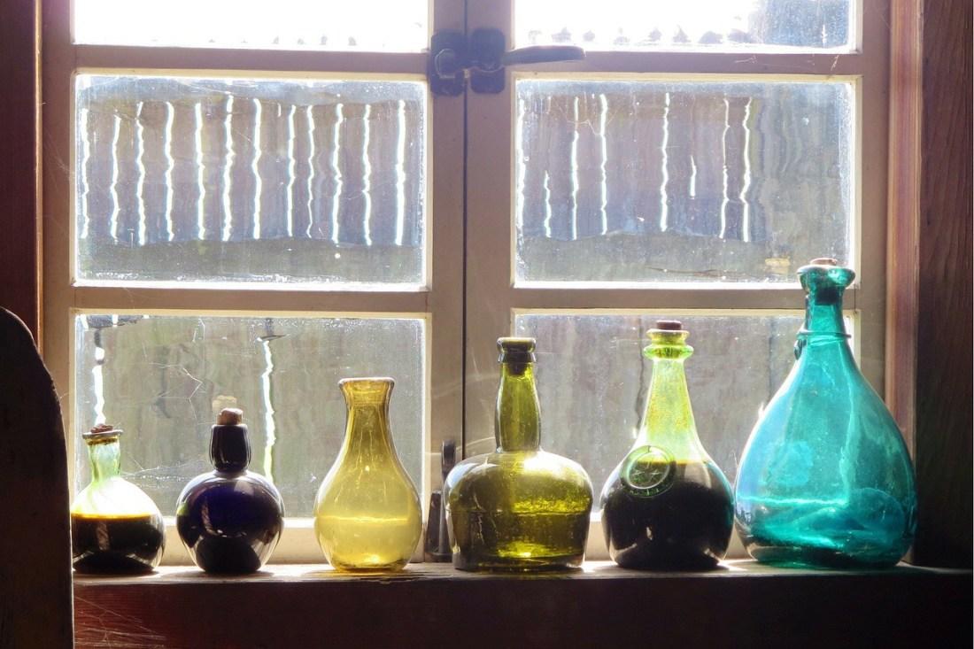 bottles-331753_1280.jpg