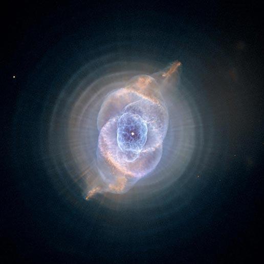 Nebulosas planetarias, o resquicio de estrelas como nosso Sol quando atingem o final de sua vida como gigantes vermelhas.