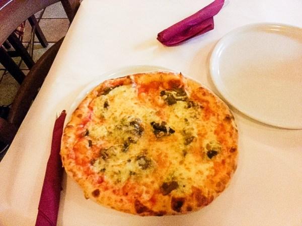 Best Pizza in Rome, Dar Poeta Rome Italy, Rome Travel Guide