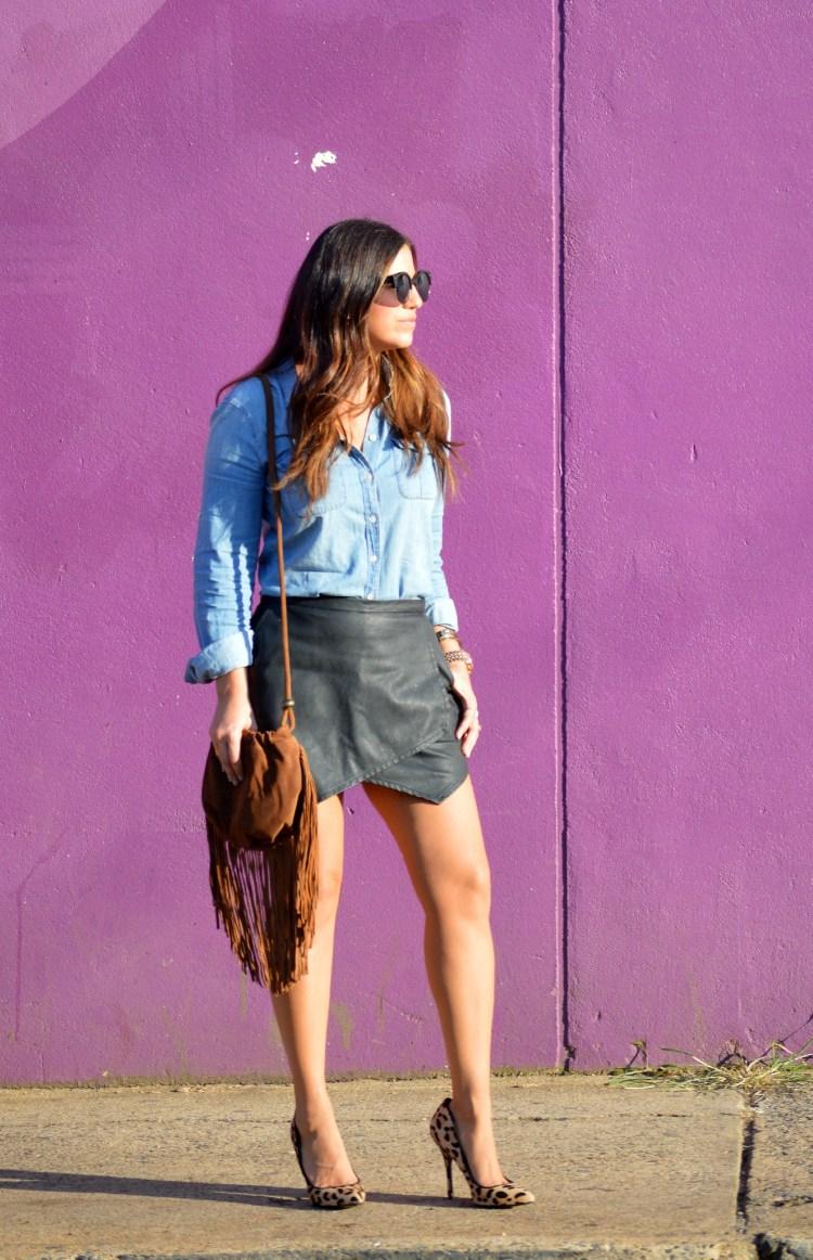 denim top, leather skirt, leather skort, fringe suede bag