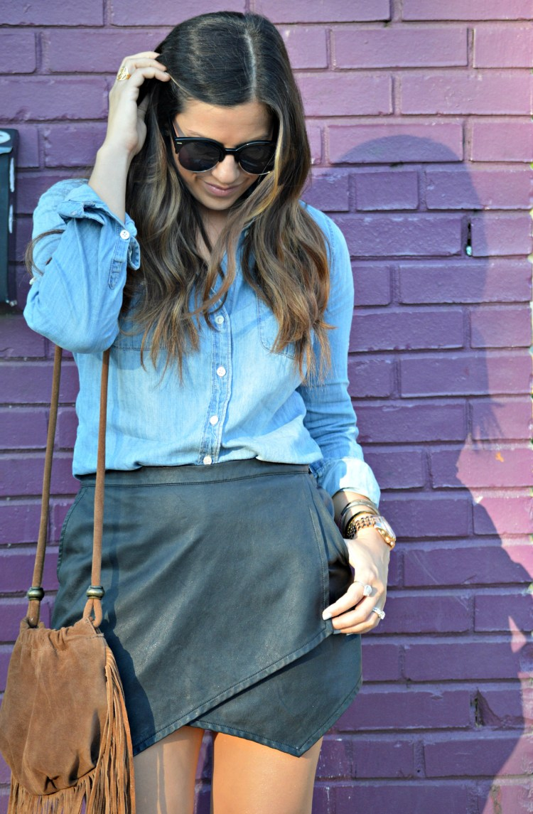denim top, leather skirt, fringe suede bag