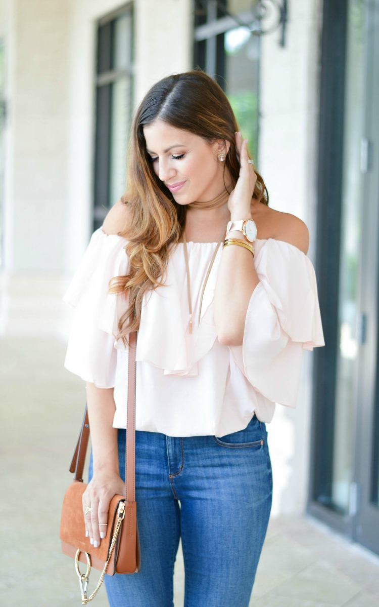 Fashion and Beauty blogger Jaime Cittadino wearing a pink Chicwish off shoulder top and Baublebar choker necklace in Boca Raton Florida.