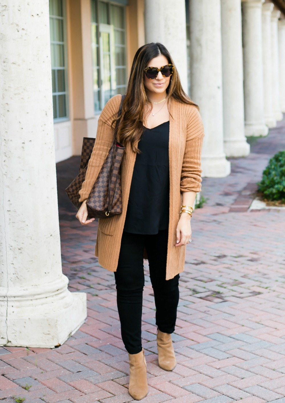 camel cardigan, black jeans, Louis Vuitton Neverfull GM