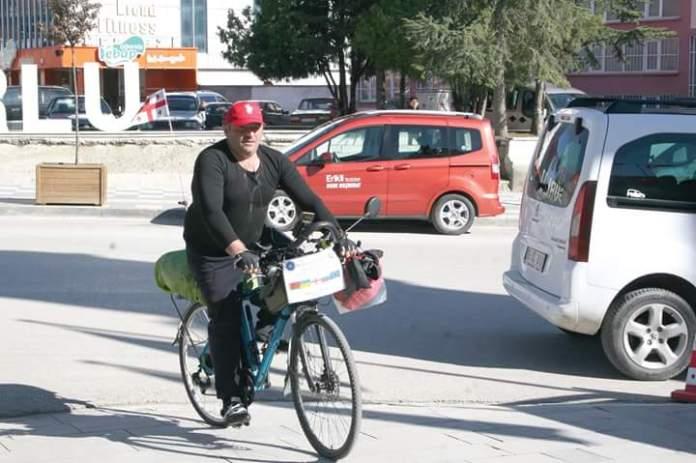 Gürcistanlı işadamı ve televizyoncu, barış için bisikleti ile dünyayı dolaşıyor. barış, bisiklet, gürcistan, pedal, sungurlu