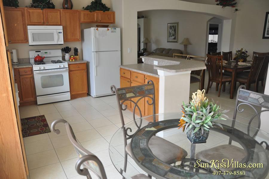 Vacation Villa Rental Near Disney - Emerald Cove - Kitchen and Breakfast