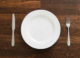 Пустая тарелка, голод во время поста