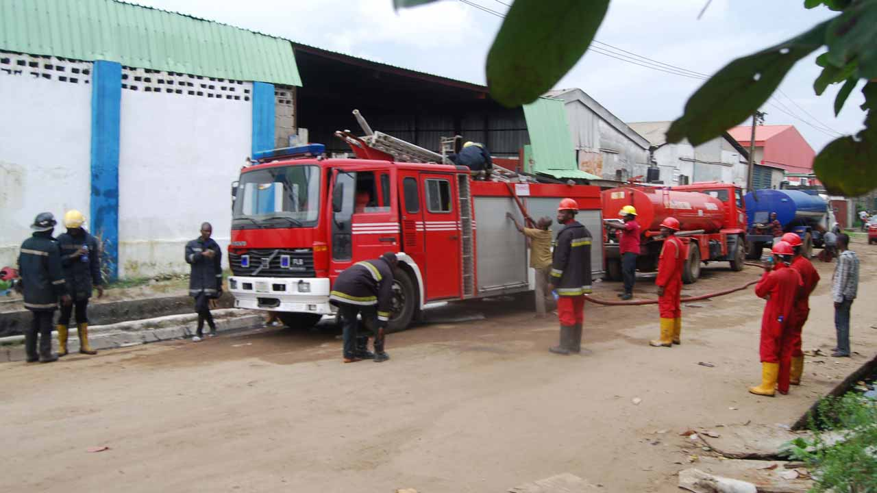 Flood: Kwara Fire Service Embarks On Evacuation Of Refuse From River Banks