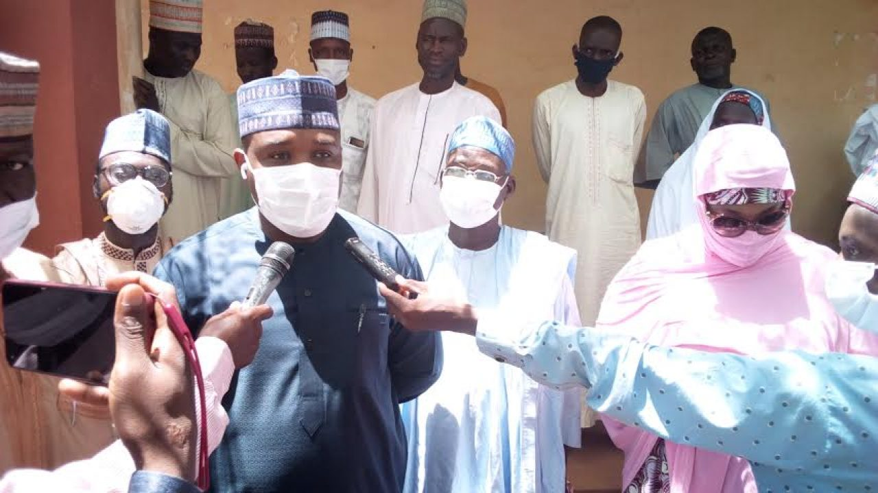 The Kalgo Local Government Council, in Kebbi on Saturday distributed fertiliser and millet seeds to farmers as part of the council's agricultural programme to enhance rainy season farming. Alhaji Shamsu Faruk-Kalgo, the Chairman of the council,who distributed the items to the farmers in Kalgo, said that the aim of the programme was to help peasant […]