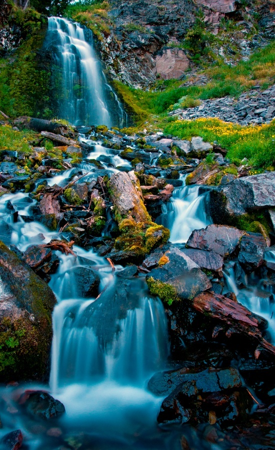 Plaikni-Falls-in-Crater-Lake-National-Park-Southern-Oregon