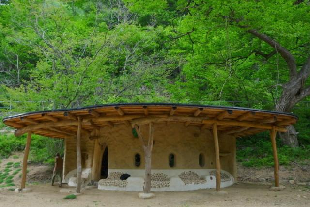 Shantikuthi Earthbag σπιράλ σπίτι8