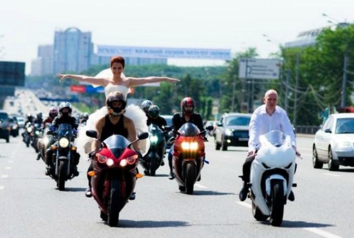 πρωτότυποι τρόποι για να πάει μια νύφη στο γάμο16