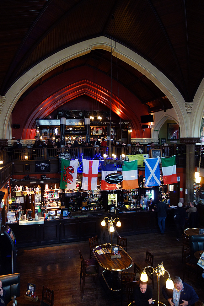 irish-pub-in-london-oneills-muswell-hill-church-wings