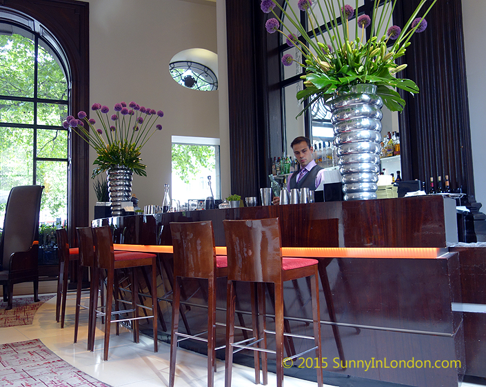 one-aldwych-hotel-lobby-bar-covent-garden-bloom-gin