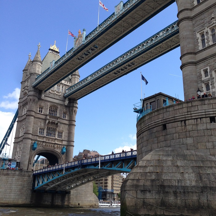 speed-boat-tour-city-cruises-london-thamesrush-thamesjet-go-pro