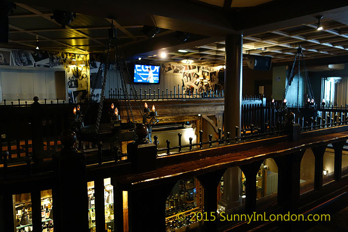 irish-pubs-in-london-piccadilly-circus-pub-crawl-oneills-soho-wardour-street-pub-crawl