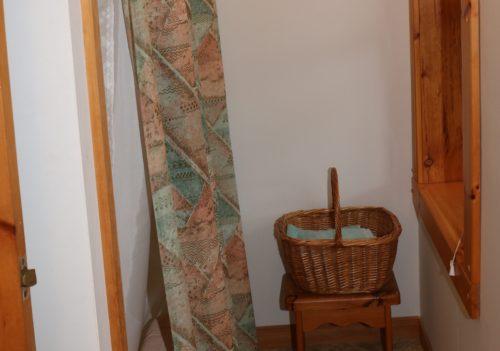 Upstaurs Hallway bathroom and Shower