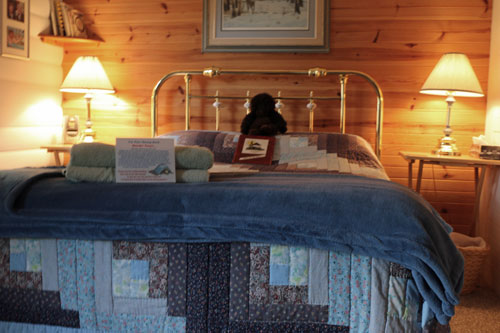 Bedrm-Clarkcove-Riverside-Room-2ps