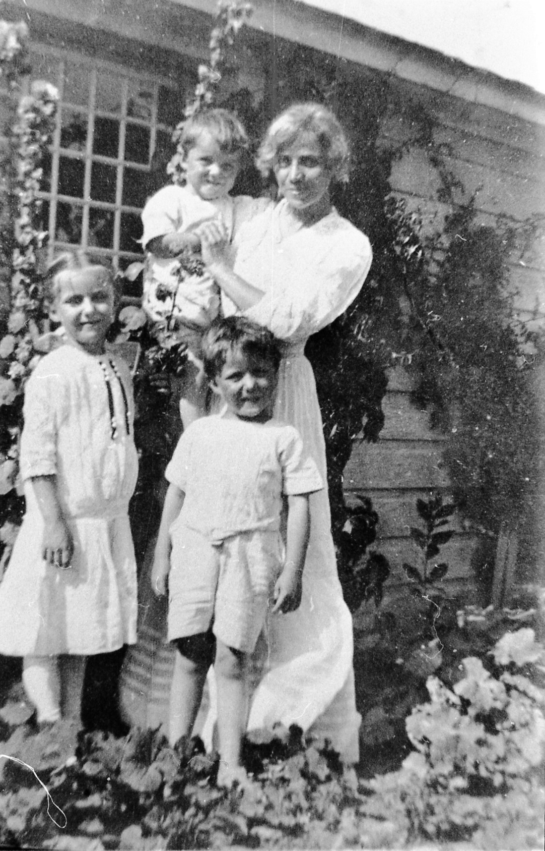 Fanny Y. Cory Cooney with children, Agnes Sayre, Robert Fern (Bob), Ted (in arms)